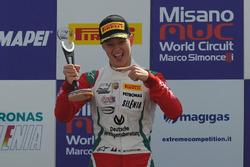 Mick Schumacher, Prema Powerteam, celebra la victoria en el podio