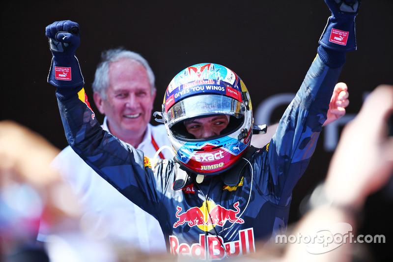 Ganador de la carrera Max Verstappen, Red Bull Racing celebra en parc ferme