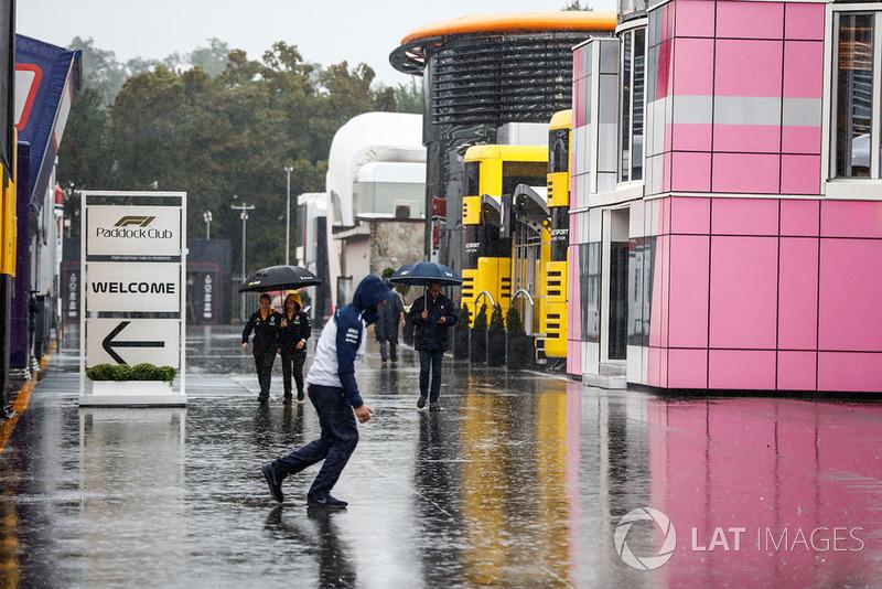 Hujan di paddock