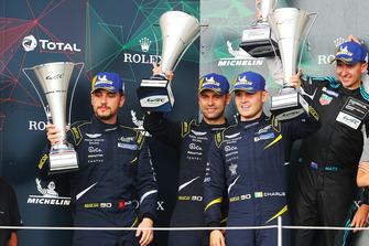 Podio GT Am: al secondo posto #90 TF Sport Aston Martin Vantage: Salih Yoluc, Jonny Adam, Charles Eastwood