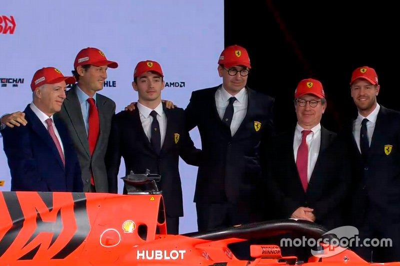 Charles Leclerc, Ferrari, Sebastian Vettel, Ferrari, Mattia Binotto, Ferrari, bersama para petinggi Ferrari