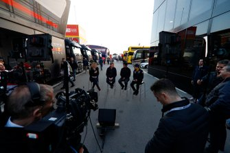 Rachel Brooks, Sky TV, Simon Lazenby, Sky TV, Karun Chandhok, Sky TV et Sergio Perez, SportPesa Racing Point F1 Team
