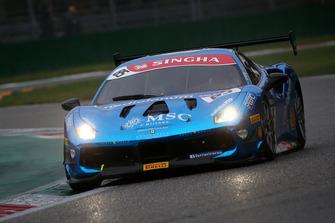 #85 Ferrari 488, Rossocorsa: Vicente Potolicchio