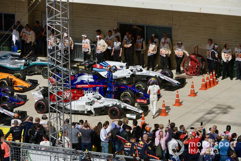 Marcus Ericsson, Sauber e Brendon Hartley, Scuderia Toro Rosso STR13, nel parco chiuso