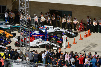 Marcus Ericsson, Sauber and Brendon Hartley, Scuderia Toro Rosso STR13 in parc ferme