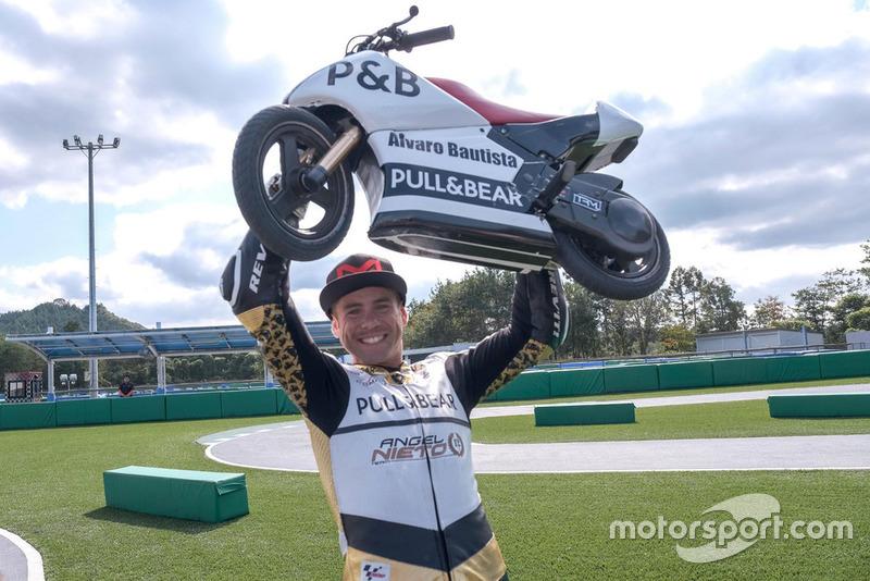 Alvaro Bautista, Angel Nieto Team, gara con le Mini-Moto