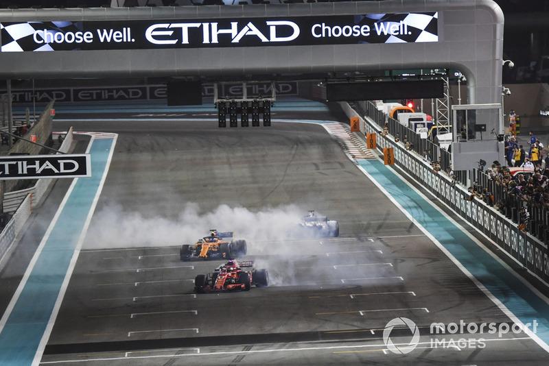 Lewis Hamilton, Mercedes-AMG F1 W09, Sebastian Vettel, Ferrari SF71H e Fernando Alonso, McLaren MCL33, festeggiano con dei donut alla fine della gara