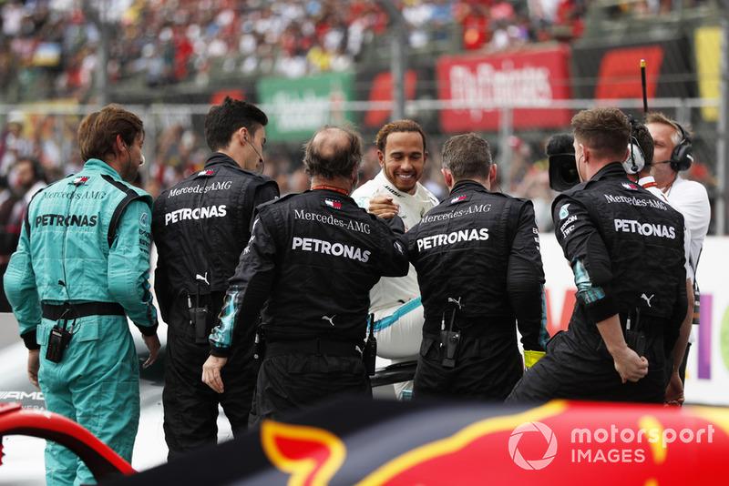 Льюіс Хемілтон, Mercedes AMG F1, святкує титул