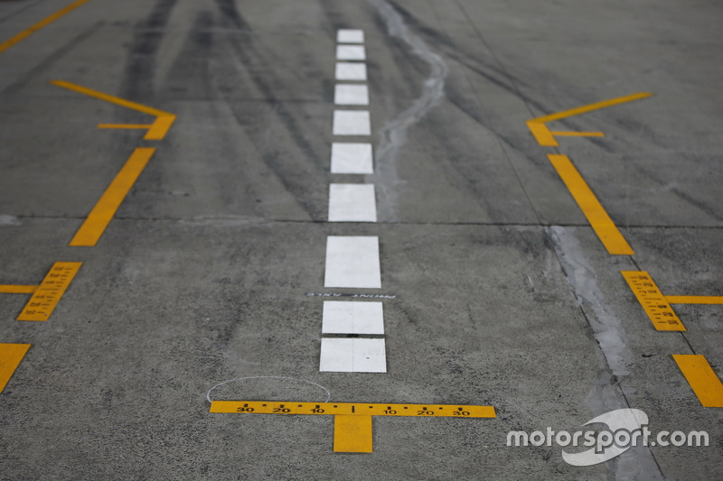 Tyre marks and markings in the pit lane