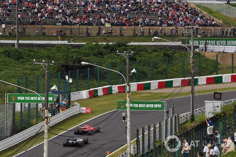 Sebastian Vettel, Ferrari SF70H, Lewis Hamilton, Mercedes-Benz F1 W08
