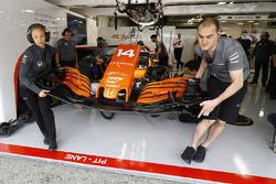 The McLaren team work on the car of Fernando Alonso, McLaren MCL32