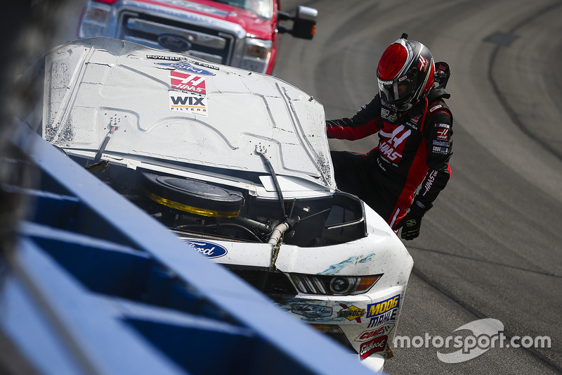 Crash: Cole Custer, Stewart-Haas Racing, Ford