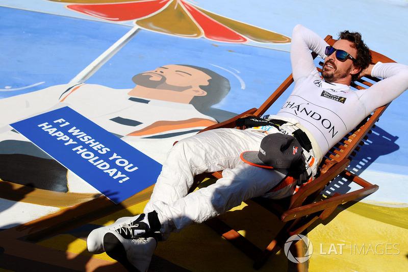 Gran Premio de Hungría - caricatura de Fernando Alonso, un descanso en la playa para desear felices vacaciones