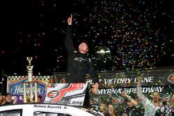 Race winner Ronnie Bassett Jr., Chevrolet