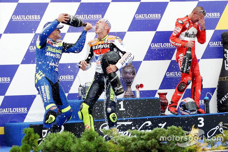 Podium MotoGP Rep. Ceko 2003: Valentino Rossi, Sete Gibernau, dan Troy Bayliss