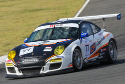 #77 Team NZ Porsche 911 GT3 Cup: Graeme Dowsett, John Curran, Paul Kanjanapas