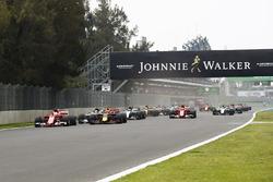 Sebastian Vettel, Ferrari SF70H, Max Verstappen, Red Bull Racing RB13, Lewis Hamilton, Mercedes AMG F1 W08, Valtteri Bottas, Mercedes AMG F1 W08, Kimi Raikkonen, Ferrari SF70H and the rest of the pack at the start