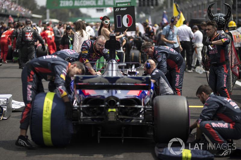 Pierre Gasly, Scuderia Toro Rosso STR12 and Scuderia Toro Rosso