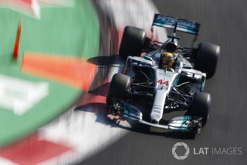 Hamilton acelerava forte, mas não alcançava Vettel, que se recuperava mais rapidamente