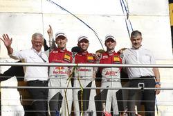 Podium du championnat : Le champion René Rast, Audi Sport Team Rosberg, Audi RS 5 DTM, le deuxième Mattias Ekström, Audi Sport Team Abt Sportsline, Audi A5 DTM, le troisième Jamie Green, Audi Sport Team Rosberg, Audi RS 5 DTM, Dieter Gass, directeur de la