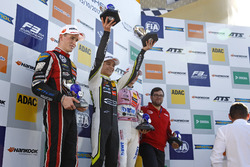 Şampiyona Podyumu: Champion Lando Norris, Carlin Dallara F317 - Volkswagen, 2. Joel Eriksson, Motopark Dallara F317 - Volkswagen, 3. Maximilian Günther, Prema Powerteam Dallara F317 - Mercedes-Benz