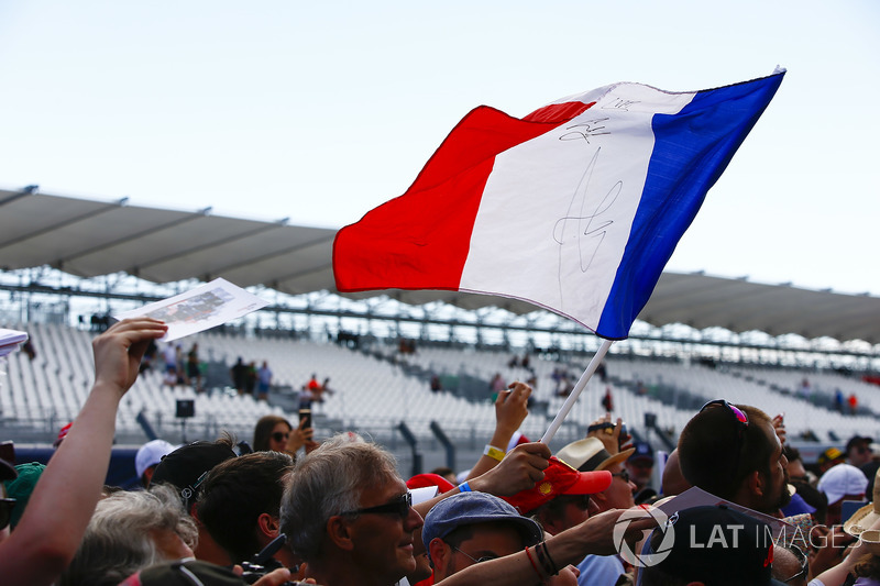 El Tricolor francés, o Tricolore, se agita