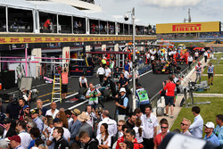 Atmosphere in the pit lane