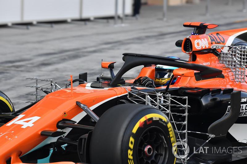 Fernando Alonso, McLaren MCL32, con sensores aerodinámicos y Halo