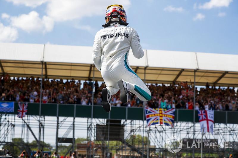 Hamilton, Senna ile eşitledi