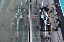 Sergey Sirotkin, Williams FW40 hace una práctica de pitstop
