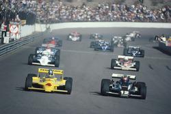Mario Andretti, Penske PC9, Johnny Rutherford, Chaparral startta
