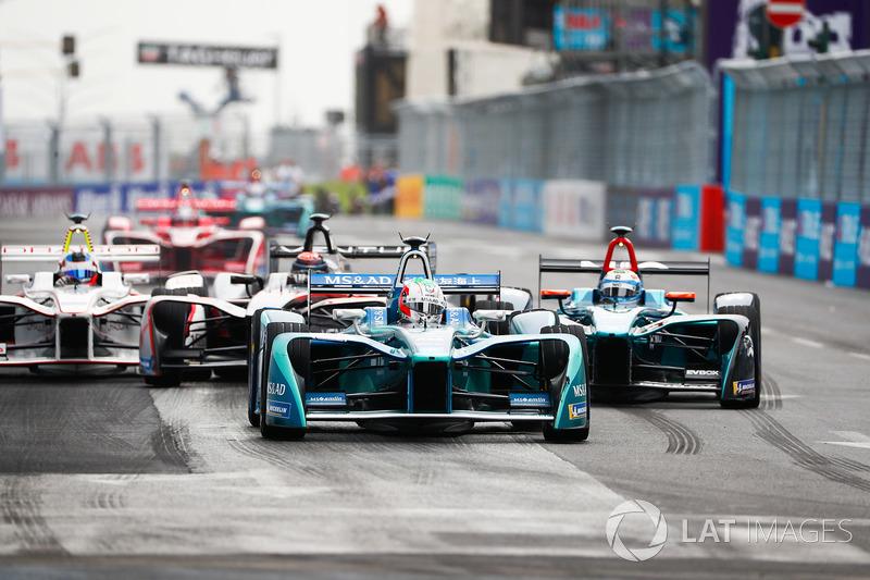 Antonio Felix da Costa, Andretti Formula E Team, precede Luca Filippi, NIO Formula E Team, Edoardo Mortara, Venturi Formula E Team