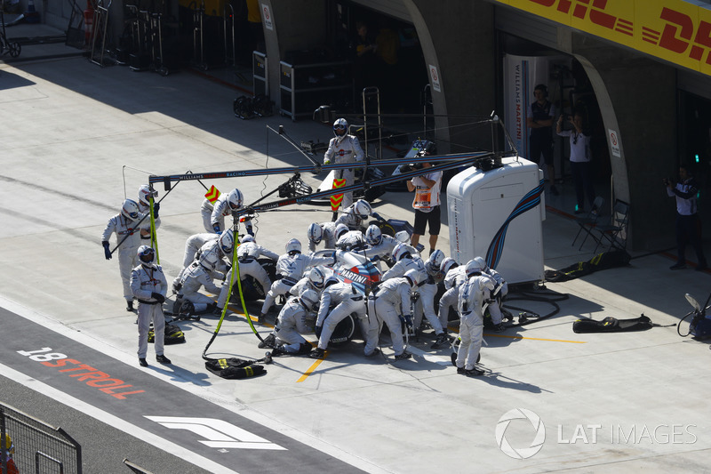 Lance Stroll, Williams FW41 Mercedes, in the pits