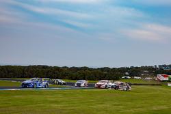 James Golding, Garry Rogers Motorsport Holden, Simona de Silvestro, Nissan Motorsport run wide