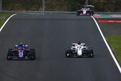 Pierre Gasly, Scuderia Toro Rosso STR13 and Marcus Ericsson, Sauber C37