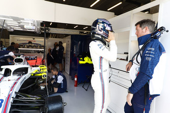 Lance Stroll, Williams Racing, talks with Rob Smedley, Head of Vehicle Performance, Williams Martini Racing