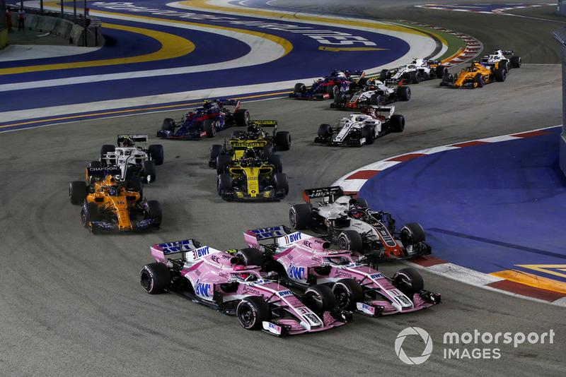 Esteban Ocon, Racing Point Force India VJM11 y Sergio Perez, Racing Point Force India VJM11 batalla al inicio