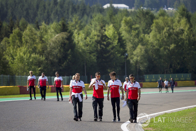 Charles Leclerc, Sauber on track walk with his engineers