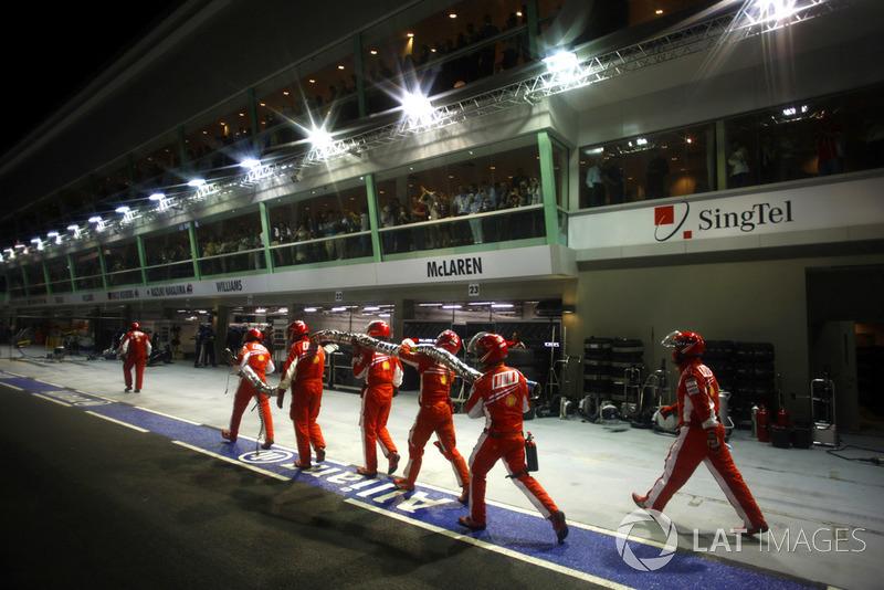 После гонки президент Ferrari Лука ди Монтедземоло раскритиковал Гран При Сингапура, назвав его цирком. На что промоутер Ф1 Берни Экклстоун ответил: «Тогда нужно сказать спасибо Ferrari за то, что они обеспечили клоунов»