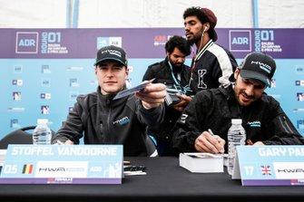 Stoffel Vandoorne, HWA Racelab, Gary Paffett, HWA Racelab at the autograph session