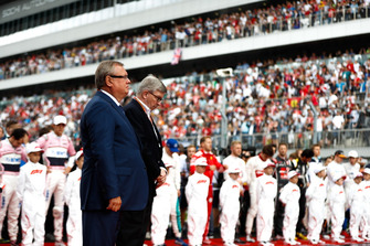 Andrey Kostin, President and Chairman of the Management Board of VTB Bank, and Ross Brawn, Managing Director of Motorsports, FOM, on the grid