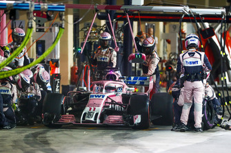 Sergio Perez, Racing Point Force India VJM11, makes a pit stop