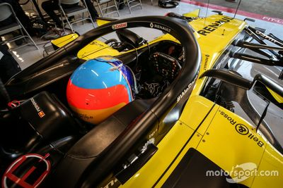 Fernando Alonso testet für Renault