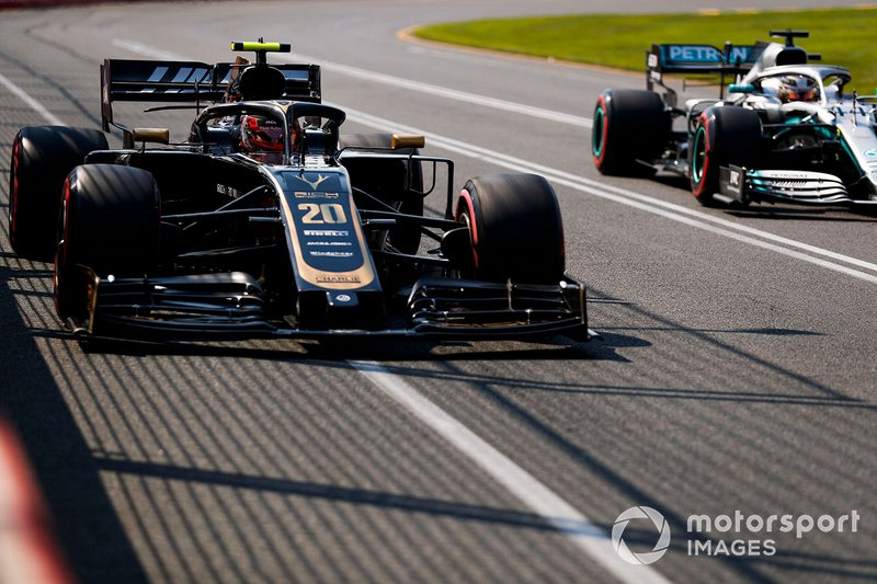 Kevin Magnussen, Haas F1 Team VF-19, and Lewis Hamilton, Mercedes AMG F1 W10