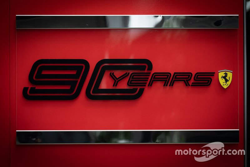 Ferrari 90. yıl logo