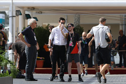 Toto Wolff, Mercedes AMG F1 Director of Motorsport fans selfie