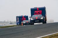 Max Verstappen en Daniel Ricciardo met de caravan
