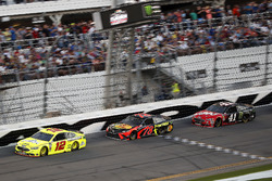 Ryan Blaney, Team Penske Ford Fusion, Martin Truex Jr., Furniture Row Racing Toyota Camry, Kurt Busch, Stewart-Haas Racing Ford Fusion