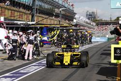 Arrêt au stand pour Nico Hulkenberg, Renault Sport F1 Team R.S. 18