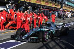 Valtteri Bottas, Mercedes-AMG F1 W09, Ferrari SF-71H'yi geçiyor